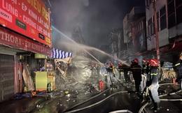Cháy lớn ở Sài Gòn lúc rạng sáng, 2 căn nhà bị thiêu rụi, 3 căn nhà khác bị ảnh hưởng