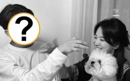 """Song Hye Kyo hạnh phúc bên trai trẻ cùng cún cưng như 1 gia đình, trả đũa Song Joong Ki và """"tình tin đồn"""" mới hay gì?"""