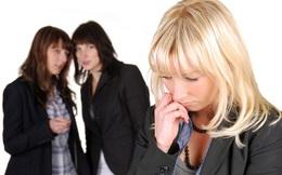 Bị đồng nghiệp chơi xấu, cô gái lẳng lặng làm 1 việc, kết quả khiến thủ phạm hối không kịp
