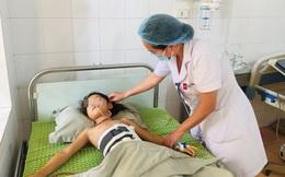 Yên Bái: Kinh hoàng bé gái 9 tuổi bị cây đâm thấu ngực, may mắn được cấp cứu thành công