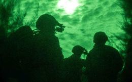 Lính thủy đánh bộ Mỹ đổ bộ ban đêm ở Nhật Bản