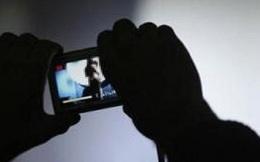 Bị tống tiền vì lộ clip nhạy cảm khi sửa điện thoại