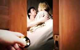 """Bắt quả tang vợ """"hú hí"""" với nhân tình, phản ứng của người chồng khiến anh tiền mất tật mang"""