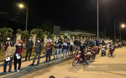 Hàng nghìn người dân Tây Nguyên đội mưa, đi xe máy rời các tỉnh phía Nam về quê tránh dịch Covid-19