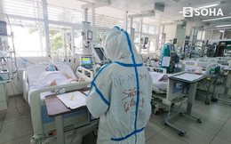 """TP.HCM: Xúc động dòng chữ """"Sài Gòn cố lên!"""" bên trong phòng điều trị BN Covid-19 nặng và nguy kịch"""
