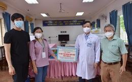 """Trao 22 máy thở cho 4 bệnh viện điều trị Covid-19 ở miền Nam: """"Sắp tới sẽ cần lượng lớn máy thở"""""""