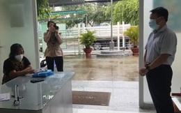 Người đàn ông đạp đổ bàn làm việc của tổ xét nghiệm ở TP. HCM bị phạt 3 triệu đồng