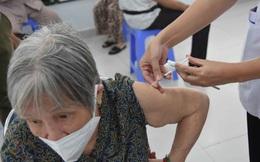 Ngày thứ 2 Chiến dịch tiêm chủng 2021-2022 tại TP.HCM: Người cao tuổi mừng vì được tiêm chủng