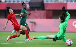"""Mất điểm gây sốc trước đội bóng vô danh, tuyển Trung Quốc """"đặt một chân"""" rời khỏi Olympic"""