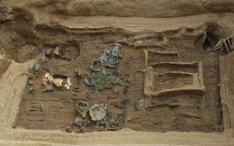 Lần lượt đào được 3 ngôi mộ cổ, dân làng đòi đốt để tránh xui xẻo, chuyên gia lao vào can ngăn: 500 triệu NDT được cứu!