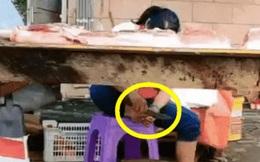 Hàng thịt vắng vẻ, bà chủ tranh thủ ''tút'' lại bộ móng, nhìn dụng cụ làm nail mà khách hàng chỉ buồn nôn