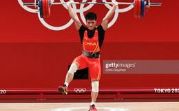 Đô cử Trung Quốc phá 2 kỷ lục Olympic khiến tất cả kinh ngạc vì nâng tạ bằng 1 chân