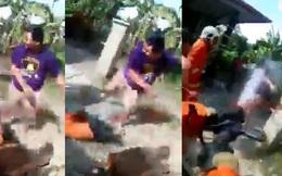 Video: Giận dữ vì đội cứu hỏa đến muộn, dân làng lao tới hành hung