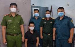 Bỏ lại bạn gái tháo chạy khi bị kiểm tra, thanh niên lòi ra mang ma túy và dao ở Sài Gòn