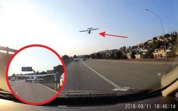 Chuyện lạ xe cộ: Nguy hiểm cảnh máy bay đáp xuống đường cao tốc - hành động của người tài xế gây bất ngờ