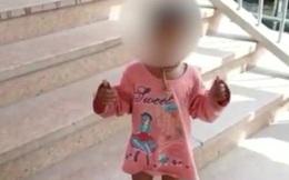 Cảnh sát hỏi bé gái đứng bơ vơ một mình, ngờ đâu lại là hành động nhanh trí giúp người mẹ thoát cửa tử