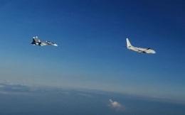 """Video: Phát hiện máy bay Mỹ """"lởn vởn"""", chiến đấu cơ Su-30 Nga lập tức ngăn đứng giữa căng thẳng ở Biển Đen"""