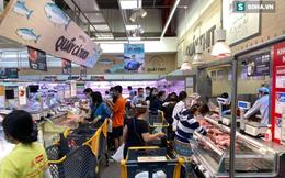 Người dân TP HCM đổ xô đi siêu thị mua thực phẩm, xếp hàng dài chờ đợi thanh toán