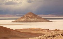 Bí ẩn 'kim tự tháp' núi lửa từng có UFO ghé thăm ở Argentina