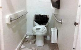 Đang đi vệ sinh thì đau nhói ở vùng nhạy cảm, người đàn ông thất kinh khi thấy thứ dưới bồn cầu