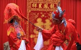 Sốc với vị tể tướng mặt dày vô sỉ, bị vua ghét, bắt cưới bà già làm vợ vẫn rối rít cảm ơn