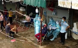 Hình ảnh xét nghiệm hàng trăm tiểu thương chợ Phùng Khoang