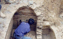 """Đào mộ chôn mẹ trong khu đất của tổ tiên, lão nông bất ngờ gặp """"mộ trong mộ"""""""