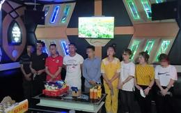 Phớt lờ lệnh cấm, 4 cô gái trẻ cùng 5 người đàn ông vẫn tập trung hát karaoke xuyên đêm