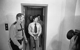 Kẻ giết người hàng loạt khét tiếng: Ngồi tù vẫn lừa tình gái trẻ và sự lươn lẹo kinh ngạc