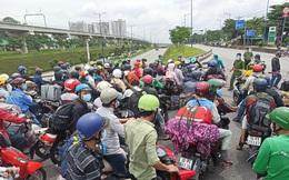 """Hà Nội xét nghiệm hơn 300.000 người, phát hiện 29 ca dương tính SARS-CoV-2. TP HCM ùn ứ ở chốt kiểm tra """"di biến động dân cư"""""""