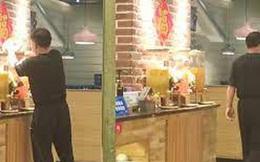 Clip: Nhân viên quán cafe đổ ''nước lạ'' vào bình pha chế khiến khách nghi ngờ, điều tra ra thì không thể thông cảm nổi