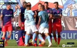 Luis Suarez ăn vạ, trận đấu suýt vỡ