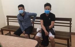Xét nghiệm xong không về nhà, 2 thanh niên đi hóng chuyện bị phạt 15 triệu đồng