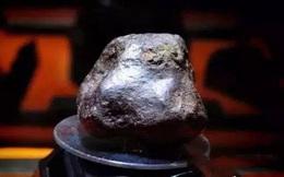 Người đi chăn cừu bắt gặp cục đá lạ bèn bán đi, vài hôm sau cửa hàng niêm yết giá 280 tỷ