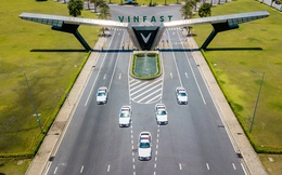 """Chùm ảnh: Dàn VinFast Lux A2.0 hoành tráng trong """"màu áo"""" cảnh sát giao thông"""