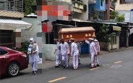 Phi Thanh Vân đau đớn: Linh cữu mẹ lên xe gia đình không ai được đi theo, anh Hai không cầm nổi di ảnh