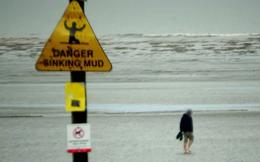 Phớt lờ biển cảnh báo, thanh niên ngang nhiên lái xe ra biển và cái kết khiến dân mạng cười đau bụng