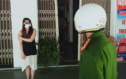 """""""Giãn cách đặc biệt"""" ở Đà Nẵng: Vi phạm từ đi xét nghiệm Covid-19 tiện """"tám chuyện"""" đến cắn, đấm cán bộ chốt kiểm soát"""