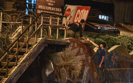 Hà Nội: Người dân vượt rào thép gai, rời khỏi khu phong tỏa để lấy đồ đạc