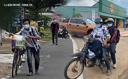 """Bị trộm lấy xe máy, 2 anh em quyết dãi nắng đi bộ 400km về quê và """"cái kết đẹp"""" ở gần cuối hành trình"""
