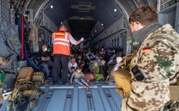 Gần 2.000 người nước ngoài và người tị nạn từ Afghanistan di tản qua Uzbekistan