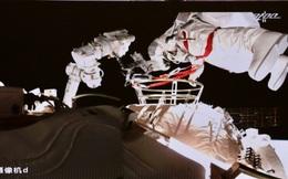 Phi hành đoàn Thần Châu-12 (Trung Quốc) hoàn thành nhiệm vụ đi bộ ngoài không gian