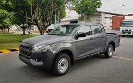 """Cận cảnh bán tải rẻ nhất Việt Nam cập bến đại lý, giá """"chặt đẹp"""" Mitsubishi Triton, Toyota Hilux"""