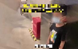 Cậu bé xông vào toilet nữ khiến cô gái đang thay đồ hoảng hốt, câu biện hộ của người mẹ gây sốc nặng