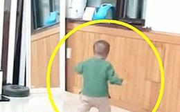 Bị mắng vì ngang bướng, bé trai 1 tuổi có hành động khiến bà nội sợ chết khiếp, dân mạng cảnh tỉnh phụ huynh