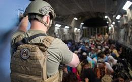 Giá vé máy bay 'cắt cổ' cho những ai muốn rời Kabul