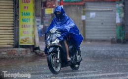 Phố phường Hà Nội ngập tứ bề sau cơn mưa lớn cuối ngày