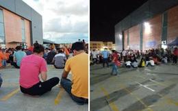 Hàng trăm công nhân tụ tập hát karaoke bất chấp Chỉ thị 16