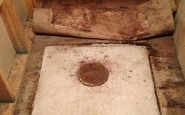 Phát hiện chiếc két sắt cũ dưới sàn nhà ông bà, vừa mở ra xem, người đàn ông bị sốc khi thấy những thứ bên trong