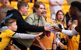 """Bị chỉ trích là """"đồ ăn gian"""", Pogba vẫn có hành động khiến fan Wolves phải yêu quý mình"""